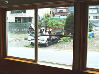 kojika窓から外.jpg